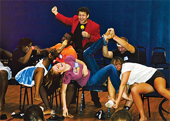 Hypnotist Alan Sands performs for High Schools